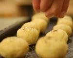 Печени маслини в тесто 7