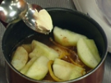 Ябълков сладкиш с карамелизиран хляб