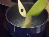 Дробчета соте върху спанак и дресинг от сирене