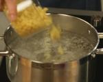 Фритата с бекон, грах и макарони
