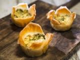 Банички със синьо сирене и шунка
