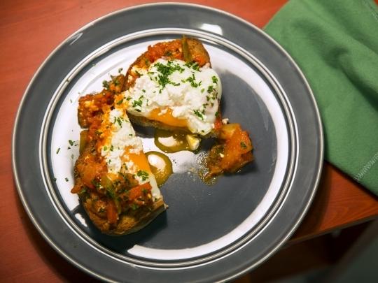 Яйца с печени зеленчуци