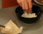 Фокача със синьо сирене, лук и орехи