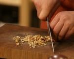 Фокача със синьо сирене, лук и орехи 5