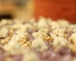 Фокача със синьо сирене, лук и орехи 7