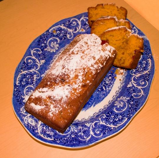 Лесен кекс с локум и стафиди