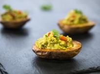 Печени картофи с плънка от авокадо