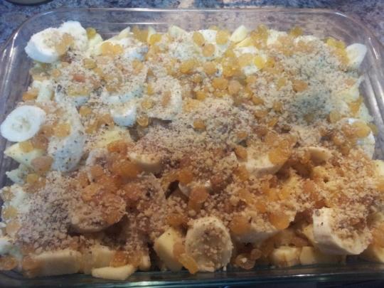 Лесен сладкиш с бисквити, ябълки и банани