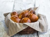Сладки хлебчета с извара и стафиди