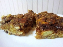 Бисквитени блокчета с орехи