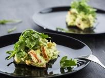 Салата от варени яйца, домати и авокадо