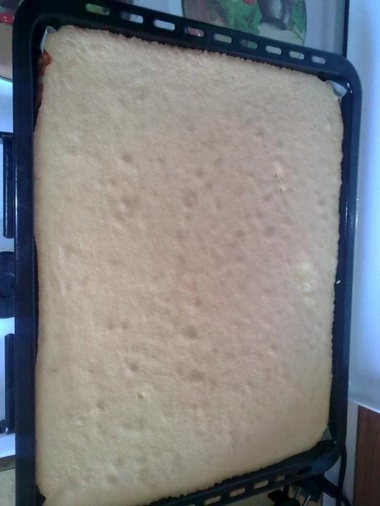 Пандишпаново руло със сладко от круши