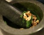 Спаначена салата с грах и орехи 2