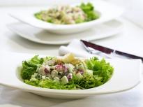 Картофена салата с пилешко и репички