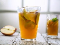 Ябълков студен чай
