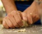 Надиплен хляб с лук и кашкавал 4