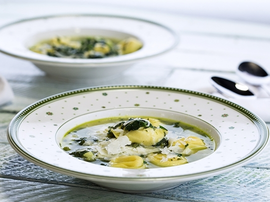 Зелена супа с тортелини