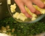 Магданозена супа с шпецле от рикота 2