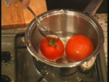 Салата от домати с рулца от раци
