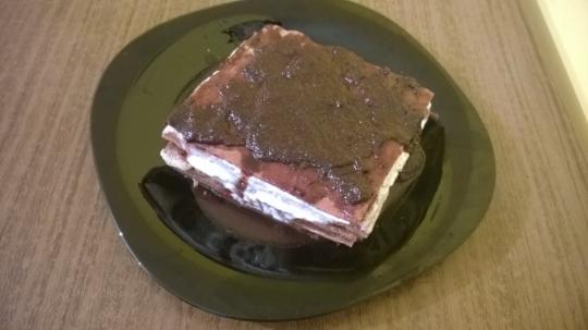 Пандишпанова мини торта с троен пълнеж