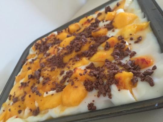 Бисквитена торта с праскови
