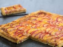 Тарт с нектарини и бадемов крем