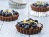 Шоколадови тарталети с боровинки