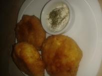 Картофени кюфтета с чеснов сос