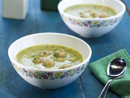 Магданозена супа с топчета
