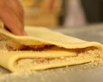 Сладкиш с орехи и сливи 6