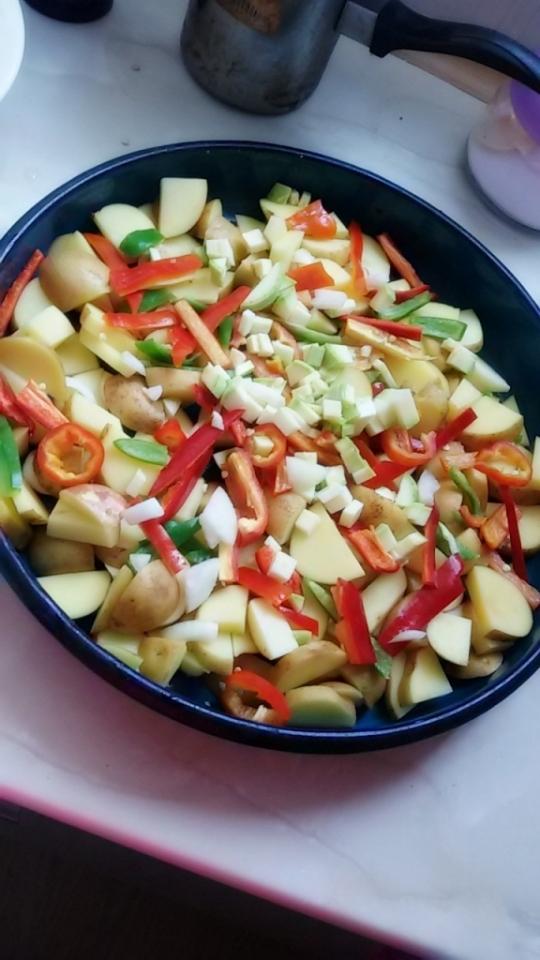 Картофи със зеленчуци