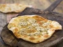 Плоски хлебчета със сирене