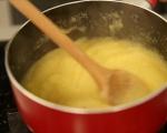 Разядка от чушки и чесън върху качамак  2