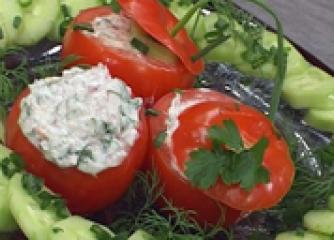 Пълнени домати с млечна салата