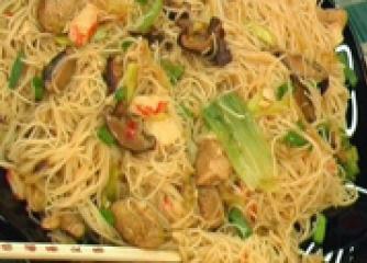 Пържени оризови спагети по сингапурски