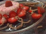 Бисквитена ягодова торта с шоколад