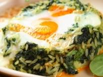 Спанак на фурна с яйца и ориз