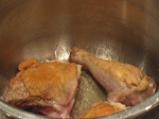 Задушено пиле с гъби