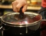 Омлет от белтъци с пилешко и червен сос 9