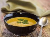 Пикантна супа от червена леща
