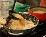 Карамелена грис халва с крем и плодове 3