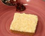Карамелена грис халва с крем и плодове 10