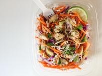 Тайландска салата с пиле