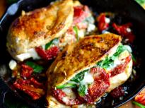 Пълнено пиле със сушени домати, спана...