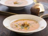 Доматена супа с боб и бекон