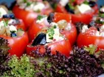 Пълнени домати с козе сирене и маслин...