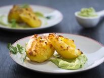 Смачкани картофи със сос от авокадо и...