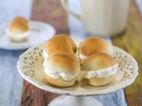 Кардамонени хлебчета с крем от марцип...