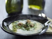 Спаначена супа с топчета от телешко