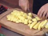 Картофена яхния с яйца и карначе